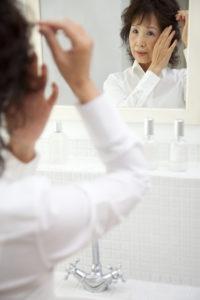 女性の円形脱毛症の原因は?